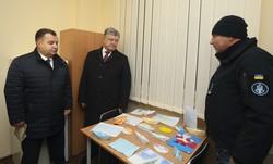 В Одессе Порошенко посетил общежитие для моряков-контрактников ВМС (ФОТО)