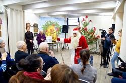 Последний номер «Всемирных Одесских новостей» раздавал Дед Мороз (ФОТО)