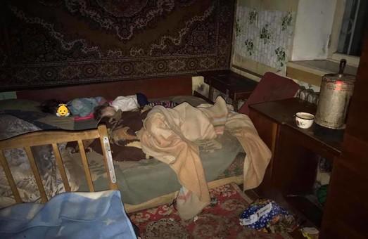 Одесские патрульные спасли детей от пожара в притоне (ФОТО)