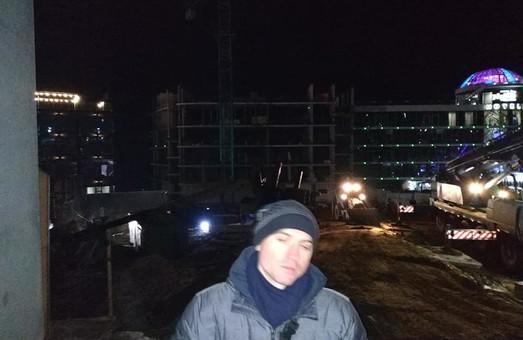 В Одессе на стройке у моря рухнул кран: есть погибшие (ФОТО, ВИДЕО)