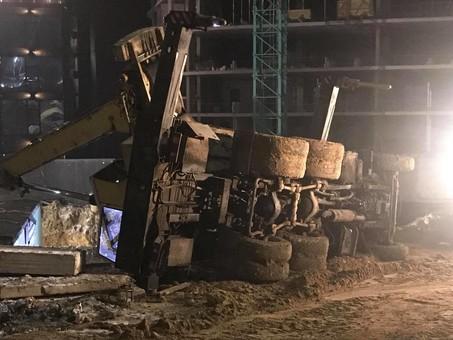 На стройплощадке у рухнувшего крана в Одессе частная охрана открыла огонь
