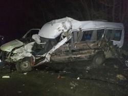 Страшная авария под Одессой: пассажирский микроавтобус столкнулся с грузовиком (ФОТО)