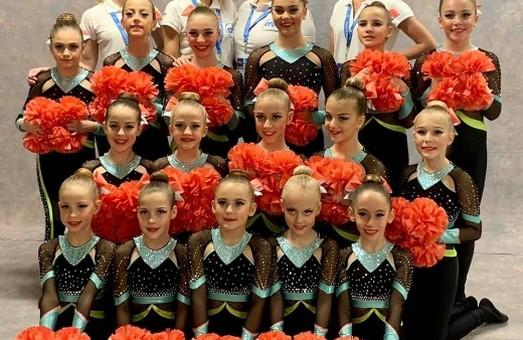 Одесские девочки «болеют» за свои команды лучше всех