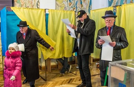 По состоянию на 15:00 в Украине уже проголосовало около 44% избирателей