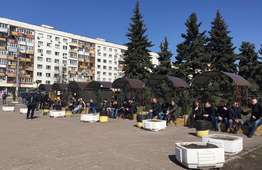 Под зданием ЦИК в Киеве собрались непонятные люди