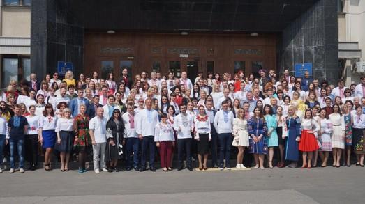День вышиванки: одесские депутаты и чиновники сфотографировались в национальной одежде