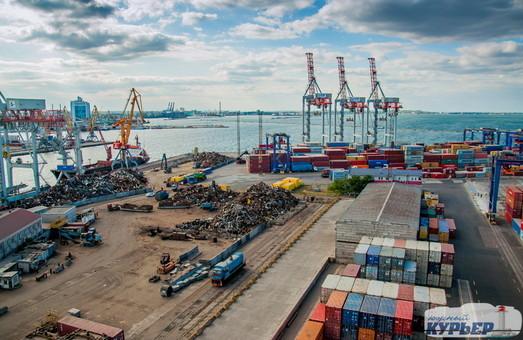 За четыре месяца текущего года порт Южный под Одессой увеличил перевалку контейнеров в два с половиной раза