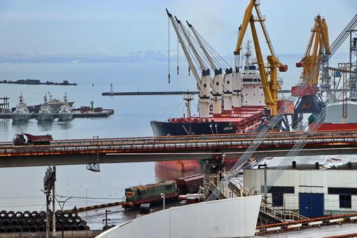 АМПУ лоббирует монопольные интересы частной компании в Николаевском порту, что делает невозможным конкуренцию, – Одесская железная дорога