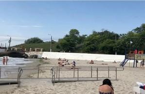 Обустройство пляжа для людей с инвалидностью опять затягивается