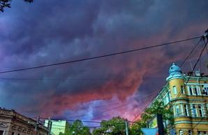 Гроза со шквальным ветром надвигается на Одессу и область