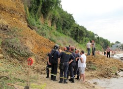В Одессе сошёл оползень: спасатели разбирают завалы