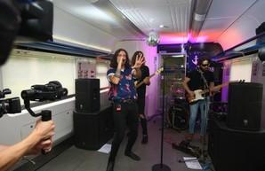 «Концерт на скорости» состоялся в электропоезде Киев-Одесса