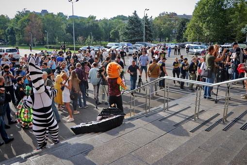 Одесские активисты вышли на митинг перед зданием облсовета