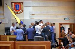 Сегодняшняя сессия Одесского областного совета началась со скандалов