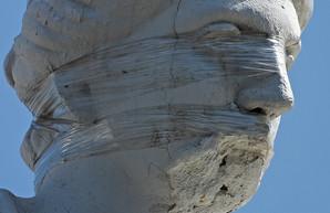 Скульптура на здании Одесской мэрии пострадала из-за неумелого управления дроном