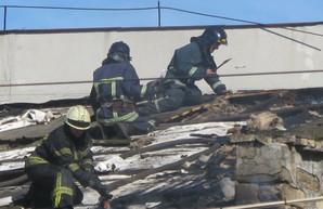 Одесские пожарные тушили здание бывшего завода «Кинап»