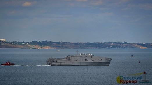 В одесский порт зашёл американский десантный катамаран