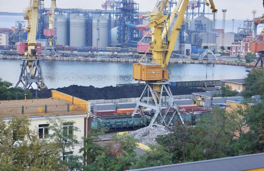 В Одесском порту уверены, что перегрузка руды открытым способом неопасна