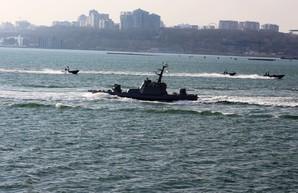Неподалёку от пляжа Ланжерон проходят морские военные учения