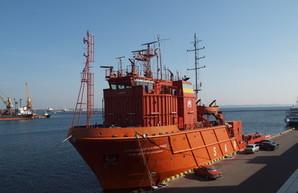Аварийно-спасательный катер ВМСУ зашёл в порт Одессы