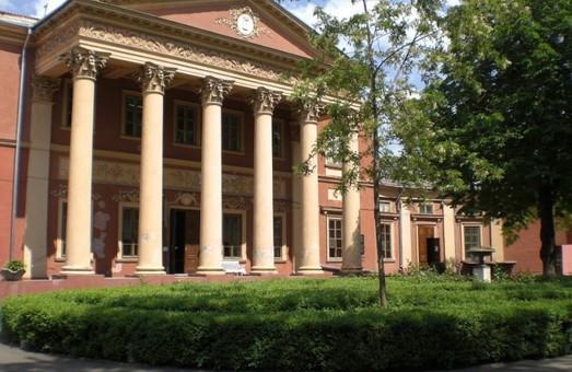 Суд рассмотрит иск Ройтбурда об отмене его увольнения с должности директора Худмузея