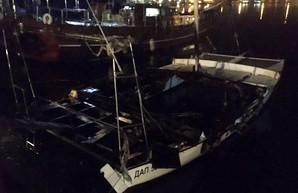 В Одесской области спасатели тушили яхту депутата