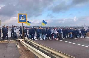 Активисты и аграрии перекрыли движение на трассе Одесса-Киев
