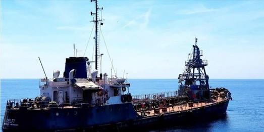 Судно, стоявшее на якоре в порту Южный, унесло в море ураганным ветром