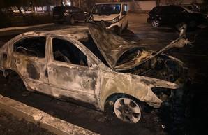 Неизвестный сжёг автомобиль главы Одесской таможни (ФОТО, ВИДЕО)