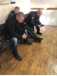 В одном из райотделов полиции избили безосновательно задержанного мужчину