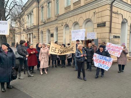 Персонал клиник Одесского медуниверситета вышел на акцию протеста, требуя зарплату