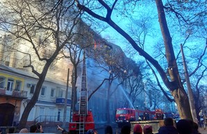 В центре Одессы охвачено огнём шестиэтажное здание (обновляется)