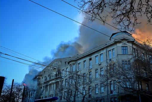 Надежды найти выживших в здании сгоревшего одесского колледжа нет