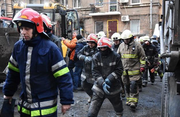В полиции назвали три возможные причины пожара в доме Асвадурова