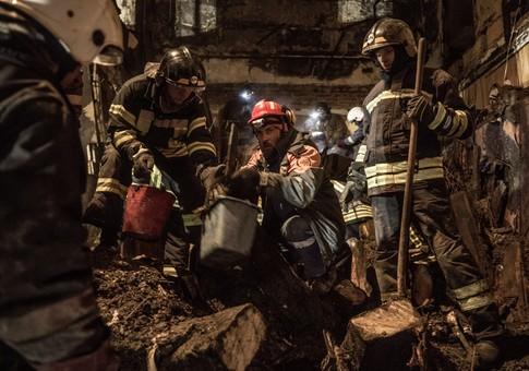 Под развалами сгоревшего здания на Троицкой извлекли ещё четыре тела