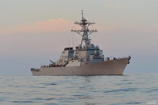 В Чёрное море вошёл ракетный эсминец США