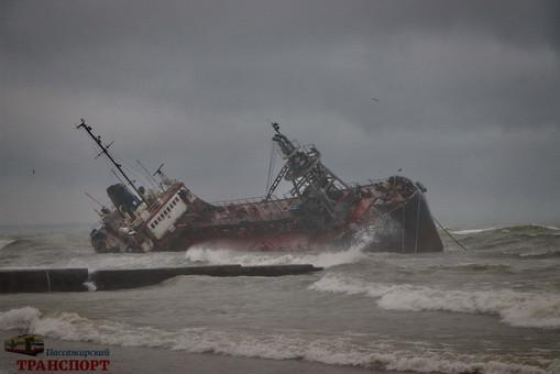 Завершено расследование аварии танкера Delfi, который прибило к берегам Одессы