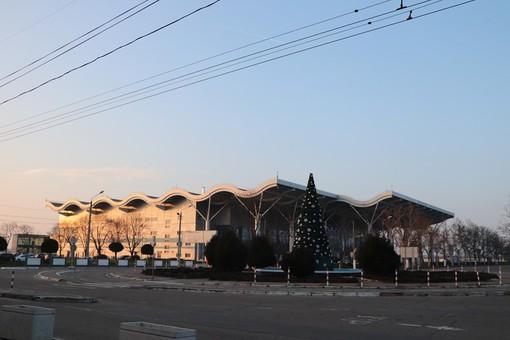 Неизвестный остановил работу Одесского аэропорта заявлением о минировании здания (ВИДЕО)