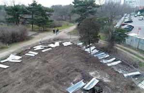 На 8-й станции Фонтана недовольные одесситы опять снесли строительный забор