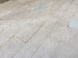 В Одессе меняют плитку у Оперного театра