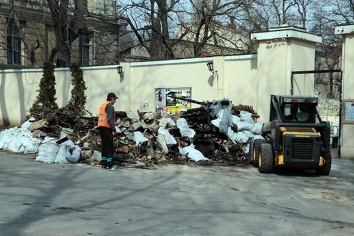 Для сбора крупногабаритного мусора в Одессе открываются специальные площадки
