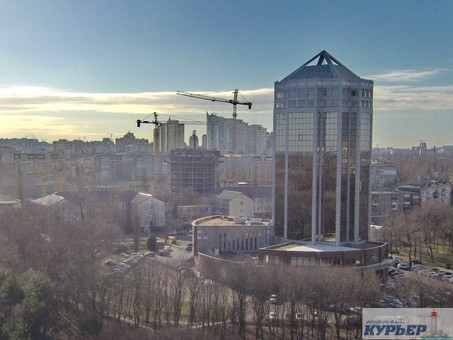 Бывший офис  «Имэксбанка» в Одессе попытаются продать вдвое дешевле