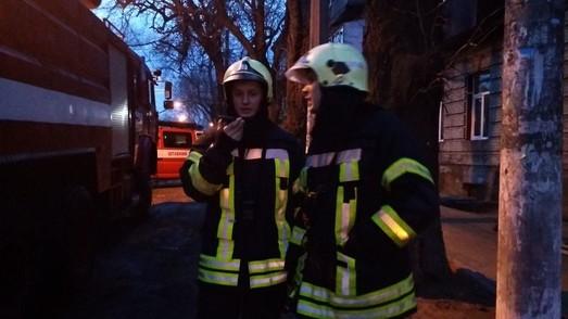 Утром на Молдаванке пожарные тушили жилой дом
