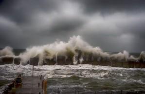 Ураганный ветер надвигается на Одессу