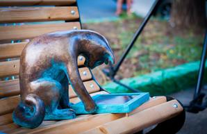 Скульптура одесской кошки-геймера находится на реставрации