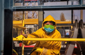 В Украине повсеместно закрывают школы и запрещают массовые мероприятия