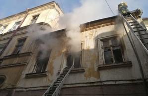 В Одессе на Еврейской улице тушили пожар в жилом доме