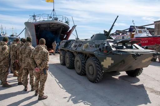 Курсанты одесской военной академии провели десантирование с корабля «Юрий Олефиренко»