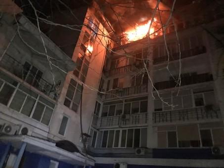 При пожаре в Одессе пострадали двое спасателей