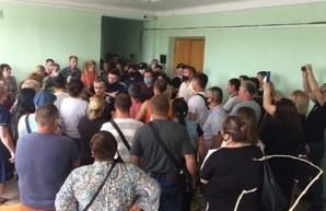 «Требуем отменить карантинные мероприятия»: жители Болграда вышли на акцию протеста (ВИДЕО)